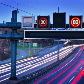 Verkehrstelematik an Autobahn ITS Intelligent Transport Systems